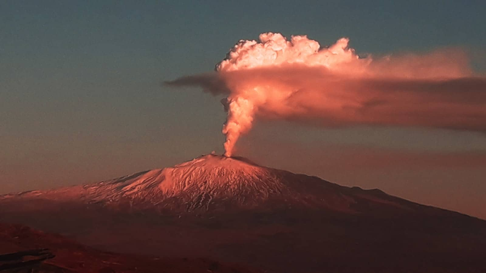 author: Giuliano Merlo;desc: Mount Etna sunset;location: Sicily, Italy;