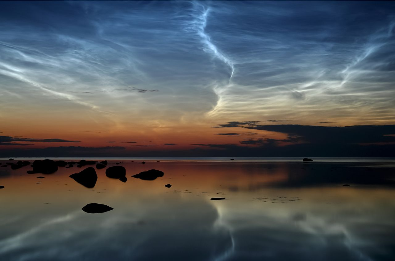 photo: Ireen Trummer;licence:cc;author:Ireen Trummer;link: https://upload.wikimedia.org/wikipedia/commons/5/52/Noctilucent_Clouds.JPG;desc:Noctilucent clouds near the northern tip of Estonia.;