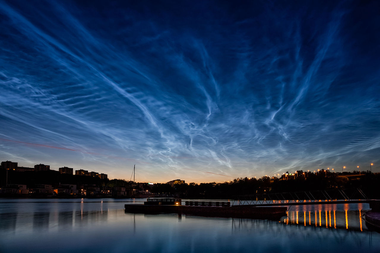 photo: Kevin (KEEPIL) Cho;licence:cc;author:Kevin (KEEPIL) Cho;link:https://upload.wikimedia.org/wikipedia/commons/thumb/3/38/Noctilucent_Clouds_over_Stockholm.jpg/1280px-Noctilucent_Clouds_over_Stockholm.jpg;desc:Noctilucent Clouds over Stockholm, Sweden - Jul 12, 2014 - Just like Northern Light, Noctilucent Clouds (NLCs) can be seen at the Scandinavian Countries (or Countries at High-altitude). Here in Sweden, you can find them during the summer after sunset, and it's really beautiful and magnificent. It's regarded as a natural phenomenon that clouds are shining due to ice crystals and dust's reflection after sunset. But some scientists are saying it may be related to the climate change recently, especially when it comes to the frequency and brightness (Surely it's stronger and frequent than before). This picture was taken at the Kungsholmen Island, is one of the main Islands of Stockholm City.;