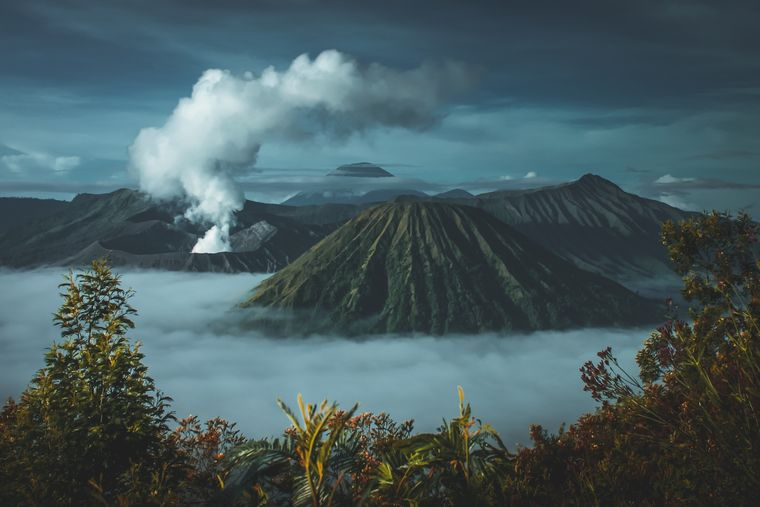photo: Purnomo Capunk;link: https://unsplash.com/photos/KZC7BJo0Cl0;licence: cc;desc: Volcanos affect the weather