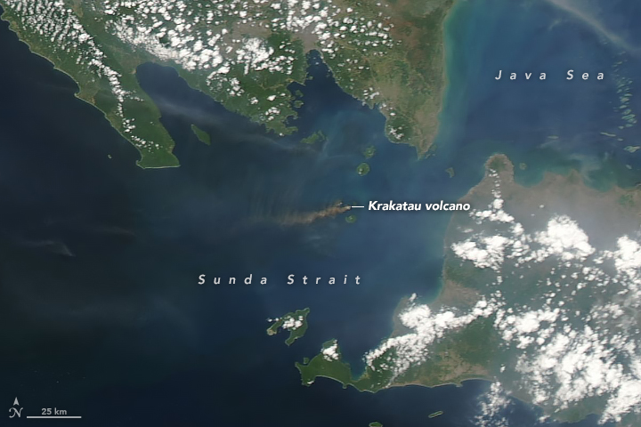 photo: NASA/Earth Observatory;desc: Ongoing volcanic activity at the Krakatoa volcano on September 22, 2018.