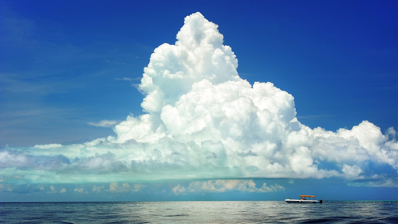 photo: fadly halimdesc: low level cloud Cumulus above a boatlink: https://www.publicdomainpictures.net/en/view-image.php?image=22321&picture=boat-under-cloudslicence:cc